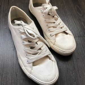 Sz 7 cream sneakers